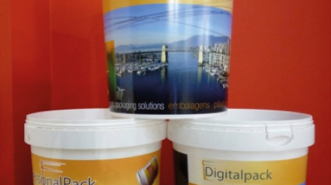 Figure 2.9 Digital heat transfer onto plastic containers. Digital decorating system jointly develope