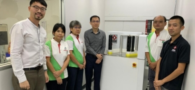 Jason Lim, Malaithip Janthed, Virunphat Supasirirujirang, Chairat Teekhasaenee (the new GM), Khoo Niam Su and Koay Teong Siong with the new Skop inspection machine