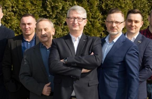 L-R: Mariusz Gromulski, technical advisor; Robert Drozd , CEO; Marek Wielemborek, finance director; Michał Brendzel, sales director; Marcin Zaporowski, machinery and device sales specialist; Artur Woźniak, sales representative; Jarosław Gaweł, sales team manager