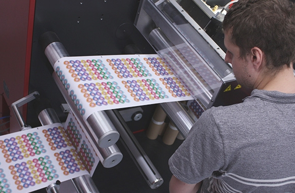 Sticker Gizmo and School Stickers, based in Redditch UK has invested in a Xeikon 3030 REX, entry level, factory refurbished, digital label press
