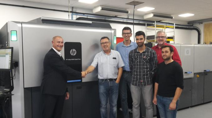 Pictured (from left): Frederic Léandri, HP France; Bernard Denjoy, Incarta Packaging CEO; Matthieu Gardère, Incarta Packaging manager) and operators from Incarta Packaging