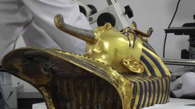 The mask, which is a popular symbol associated with ancient Egypt, was damaged during a cleaning procedure when the beard fell off and was glued back on improperly