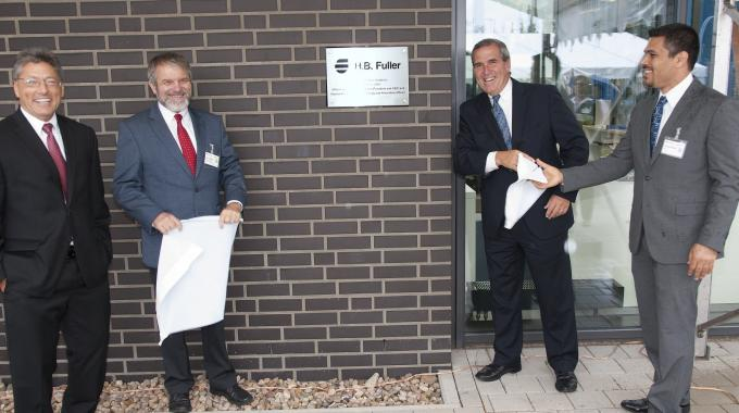Lehman, Mädge, Owens and Rmaile unveiled a plaque to commemorate the opening of the Lüneburg Adhesive Academy