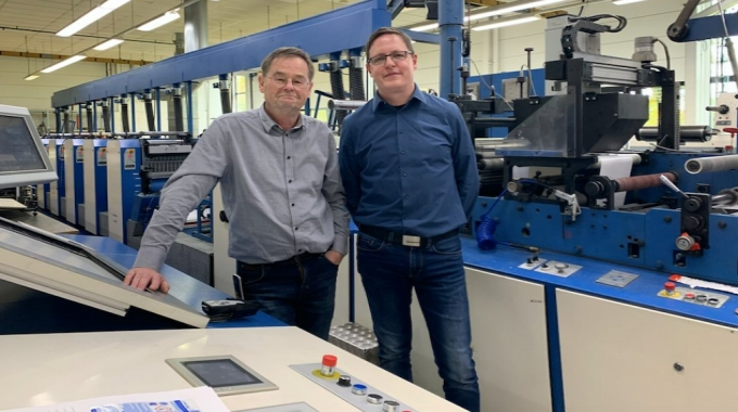 L-R: Wolfgang Ober, technical director of Ritter Haftetiketten, and Denis Westhauser, marketing manager at Spilker. The two companies have worked together for more than 40 years