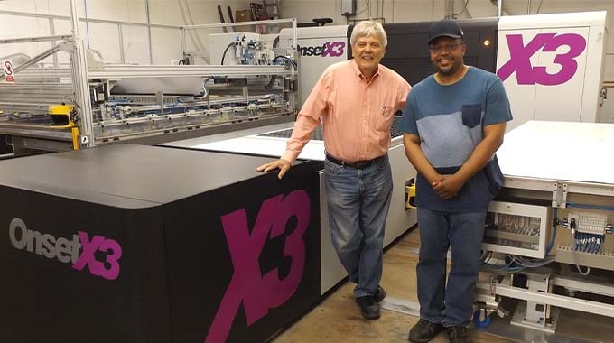 CEO Mark Turk (left) and press operator Alvin Page in front of the Inca OnsetX3