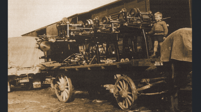 Gallus Type III presses on the way to the Basle trade fair in 1936. On the wagon is Ferdinand Rüesch III, aged twelve