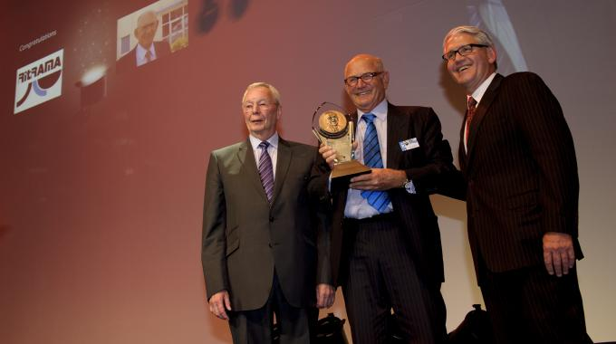 Tomas Rink from Ritrama receives the R. Stanton Avery Lifetime Achievement Award sponsored by Avery Dennison at the Label Industry Global Awards