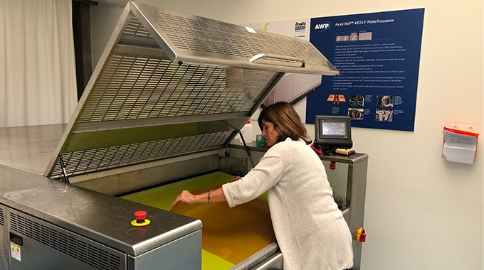 Asahi Photoproducts has teamed up with Comexi to educate flexible packaging companies about the value of bringing flexo platemaking in-house