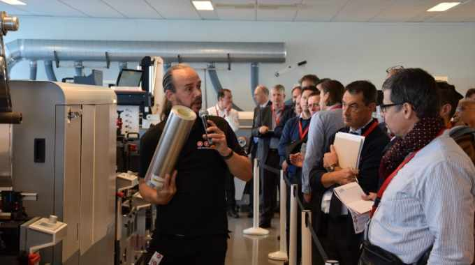Hans Poortinga hosts live demonstrations of the MPS EF Symjet hybrid press powered by Domino