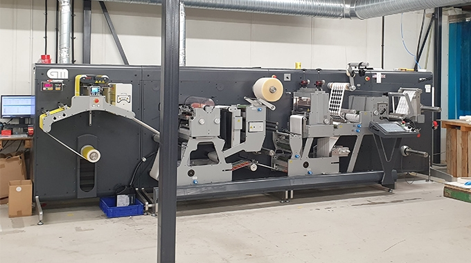 AA Labels has installed Grafisk Maskinfabrik GM 330FB, GM DC350, GM PNT160S machines to expand its services with embossing, hot foil, screen printing, and spot UV varnish finishing options