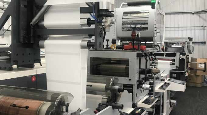 The ew line for plain label manufacturing integrates technologies from three different machine suppliers
