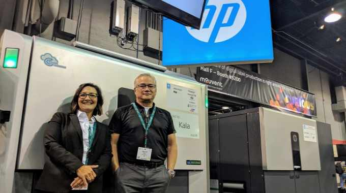 Kala's Nikki Johnson (left) and Maui Chai (right) on the HP Indigo stand at Labelexpo Americas 2018