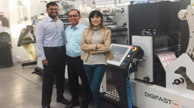 Hemanth Paruchuri (left) of Pragati Pack with Sunil Talpade (center) of Royal Coat with the new Digifast One finishing machine