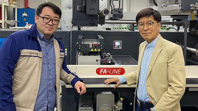 R-L: Jang Tae-Soo, president and CEO with Lloyd Jang, general director of Finewebtech Label Solution System in front of their new Nilpeter FA-17
