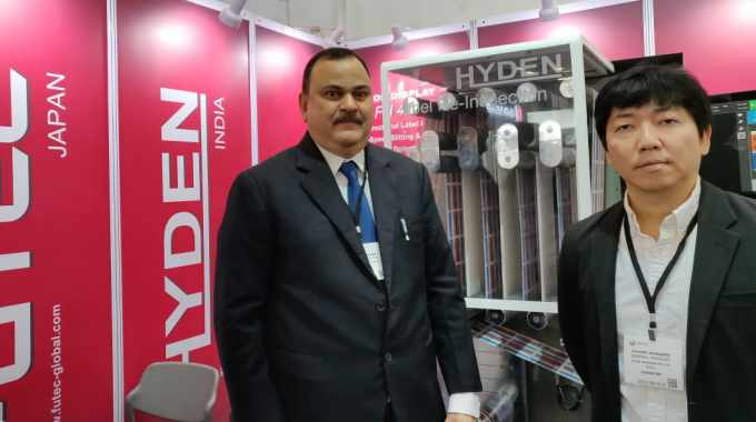 Pramod Jayakar, managing director of Hyden Packaging, with Kuwajima Susumu, general manager of Futec, in front of the newly launched FH400B slitter rewinder at Labelexpo India 2018