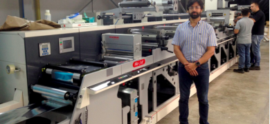 Rafael Salcedo with the Nilpeter FA-4, the first press of its kind in Colombia