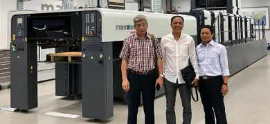 From left to right: Mr Nguyen Hanh Trinh, co-founder and deputy director of Phu Thinh; Mr Son, PPMC chairman; and Mr Bui Van Mich, co-founder and deputy director of Phu Thinh, at the Manroland Print Technology Centre in Offenbach