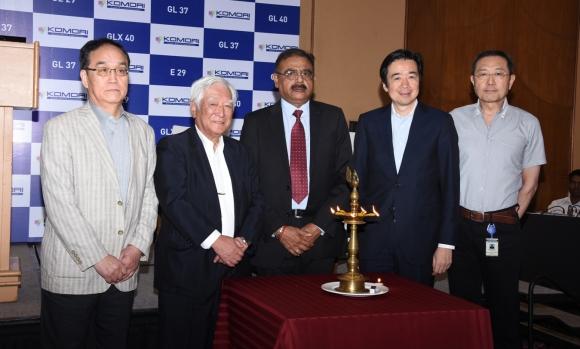 L to R: Santoshi Mochida, Yoshiharu Komori, Sangam Khanna, Eiji Kajita, and Hirofumi Hoshino at the announcement of establishing Komori India subsidiary