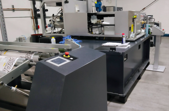 The EB30 is an integrated module which features an unwinder (LUW30), varnish/lamination station and rewinder (LRW30) designed to run in-line with a curing station from ebeam