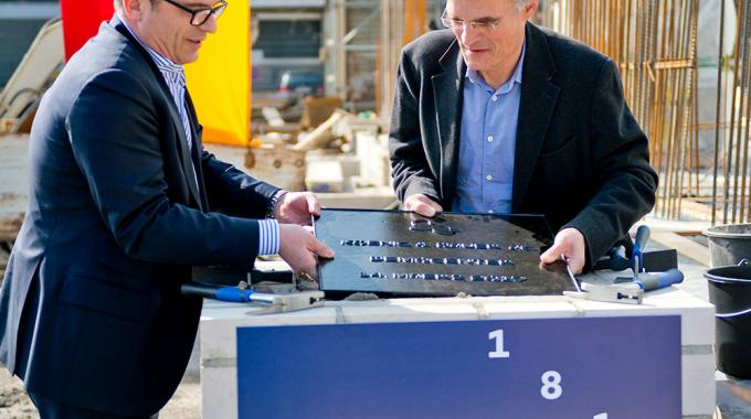 KBA chairman Claus Bolza-Schünemann (right) and Christoph Müller, CEO of KBA-Digital & Web and KBA-Flexotecnica (left), at the laying of the foundation stone for the new demo center