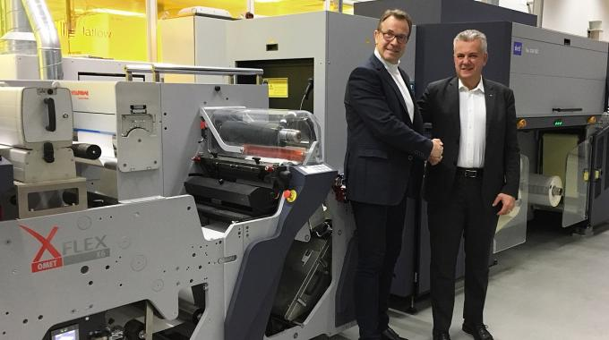 Durst's Helmuth Munter (left) and Omet's Marco Calcagni (right) in from of XJet