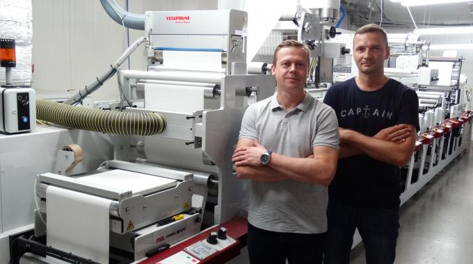 Maciej Malesa (left) and Leszek Zelazny (right) with Mal-Pol's new Mark Andy P5