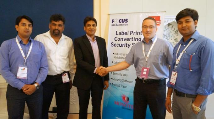 T P JAin shaking hands with Antony Cotton of Focus Label Machinery at LMAI Conference 2015