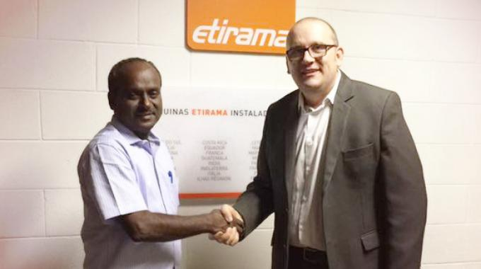 Ronnie Schröter, director of Etirama (right) shaking hands with Rajapandian, owner of Sree Labeltech, India at the Etirama factory in Brazil