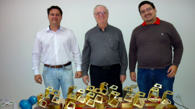 L-R: Fernando Rizzieri, R&D director; José Carlos Rizzieri, CEO; Bruno Rizzieri, supply manager, with Gráfica Rami's multiple Fernando Pini awards