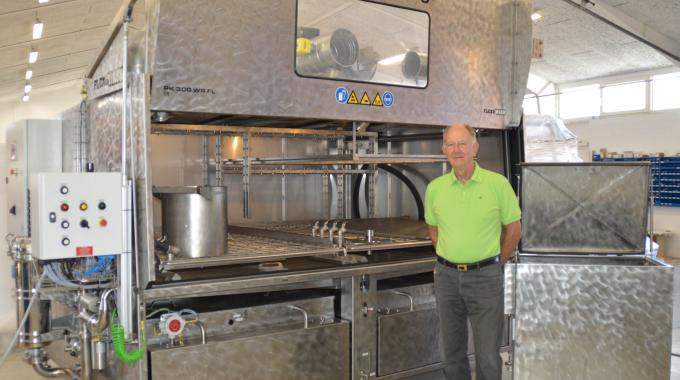 Henning Kongstad developed a machine that, through various modifications, became the first Flexo Wash parts washer