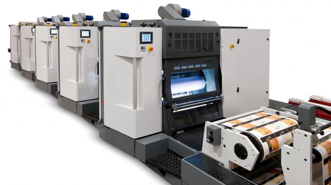 The Varyflex V2 670 features six offset UV units and one final flexo group for varnishing