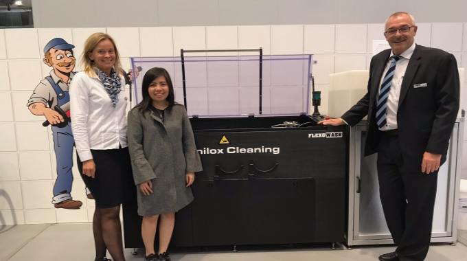 Pictured (from left): Mette Larsen of Flexo Wash with Yulianawati of Jet Technologies, and Niels Madsen