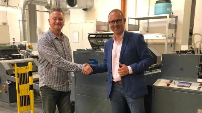 Thomas Hayes (left), Kompac president, and Krzysztof Pisera (right), business development director, Scorpio, standing with a Kwik Finish 32 UV and aqueous coating system.