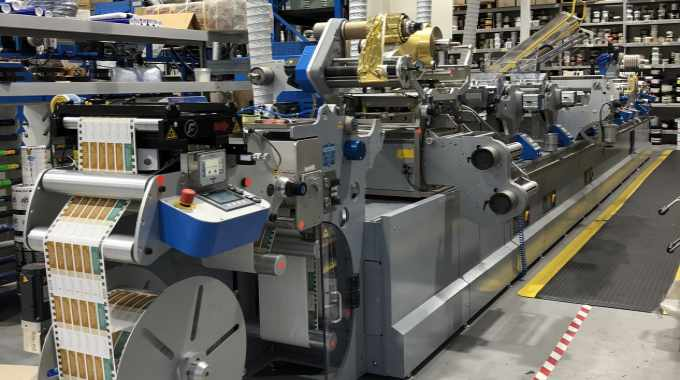 The Cartes GT 360 is a servo driven machine providing near perfect register between all functions, which include silkscreen, embossing, flatbed hot foil, spot and flood coat flexo and semi-rotary die-cutting