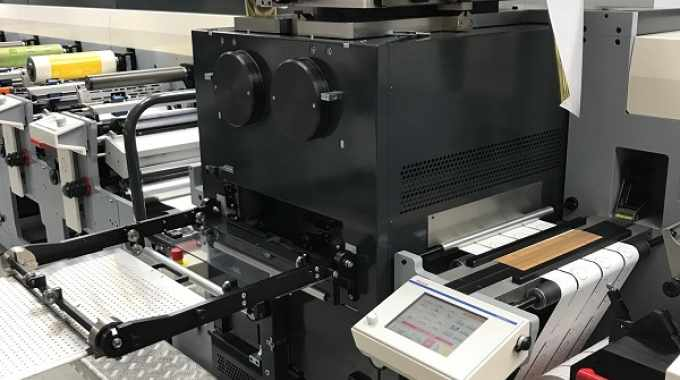 This is the first time an AB Graphic Big Foot module has been integrated on a flexo press, along with another first in the module accommodating 430mm material