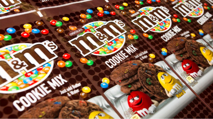 Flexo print on film, reverse print – wide (gold)/Best in Show (bronze) M&M's Cookie Mix from Roberts Mart & Co